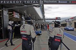 #8 Peugeot Sport Total Peugeot 908 mechanics