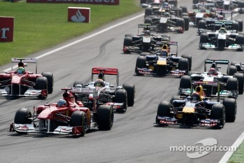 Fernando Alonso, Scuderia Ferrari leads at the start of the race