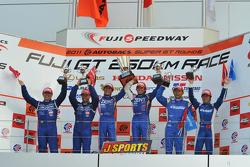 GT500 podium: winners Yuji Tachikawa and Kohei Hirate