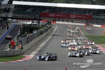 Start: #7 Peugeot Sport Total Peugeot 908: Sébastien Bourdais, Simon Pagenaud leads the field