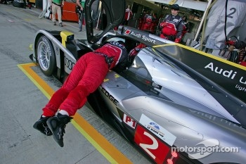 Pit stop for #2 Audi Sport North America Audi R18 TDI: Tom Kristensen, Allan McNish