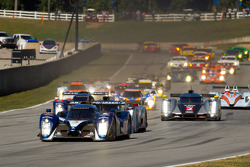 Start: #7 Peugeot Sport Total Peugeot 908: Anthony Davidson, Sébastien Bourdais, Simon Pagenaud leads the field