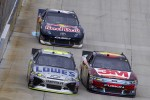 Jimmie Johnson, Hendricks Motorsports Chevrolet, Greg Biffle, Roush Fenway Racing Ford