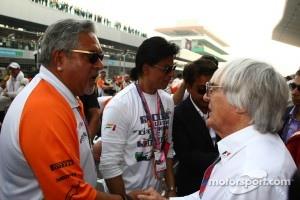 Vijay Mallya, Force India F1 Team Owner and Bernie Ecclestone (GBR)