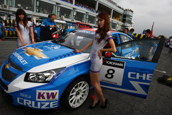 Alain Menu, Chevrolet Cruze 1.6T, Chevrolet and KW girls