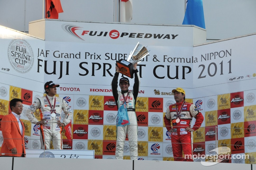 GT300 race 2 podium: winner Taku Bamba, second place Masami Kageyama, third place Tetsuya Tanaka