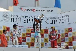 GT300 race 2 podium: winner Taku Bamba, second place Masami Kageyama, third place Tetsuya Tanaka