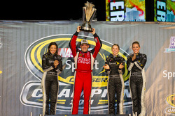 Victory lane: NASCAR Sprint Cup Series 2011 champion Tony Stewart, Stewart-Haas Racing Chevrolet celebrates with the Sprint Cup girls