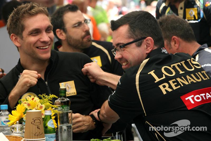 Vitaly Petrov, Lotus Renalut F1 Team and Eric Boullier, Team Principal, Lotus Renault GP