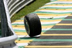 Wheel of Timo Glock, Virgin Racing