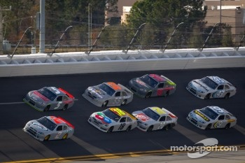 Kasey Kahne, Hendrick Motorsports Chevrolet and Brad Keselowski, Penske Racing Dodge lead the pack
