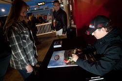 Autograph session: Jeff Gordon, Hendrick Motorsports Chevrolet