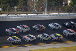 Kyle Busch, Joe Gibbs Racing Toyota and Kasey Kahne, Hendrick Motorsports Chevrolet lead the pack