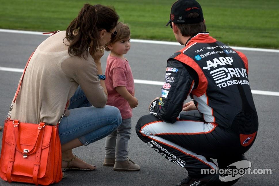 Jeff Gordon, Hendrick Motorsports Chevrolet, with wife Ingrid Vandebosch and son Leo Benjamin