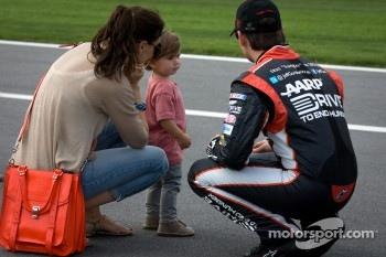 Jeff Gordon, Hendrick Motorsports Chevrolet, with wife Ingrid Vandebosch and son Leo Benjamin