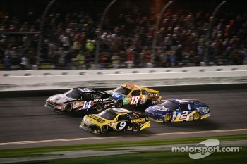 Marcos Ambrose, Richard Petty Motorsport Ford, Tony Stewart, Stewart-Haas Racing Chevrolet