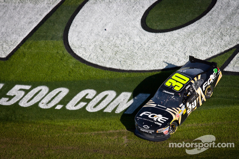 Race winner James Buescher, Turner Motorsports Chevrolet celebrates