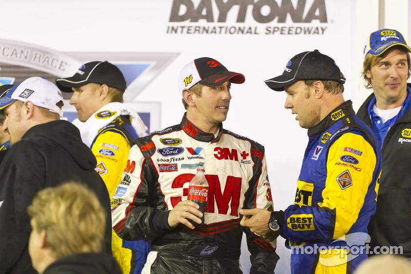Victory lane: race winner Matt Kenseth, Roush Fenway Racing Ford celebrates with Greg Biffle, Roush Fenway Racing Ford