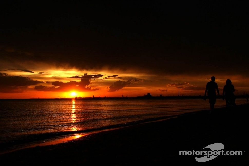 St. Kilda Beach atmosphere