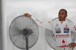Lewis Hamilton, Mclaren Mercedes keeps cool in the pits