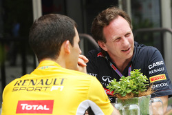 Christian Horner, Red Bull Racing Team Principal with Renault Sport F1 personnel