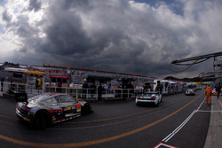 GT300 cars head to qualifying
