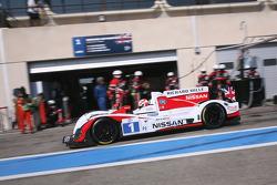 Pit stop for #1 Greaves Motorsport Zytek Z11SN - Nissan: Alex Brundle, Lucas Ordonez, Tom Kimber-Smith