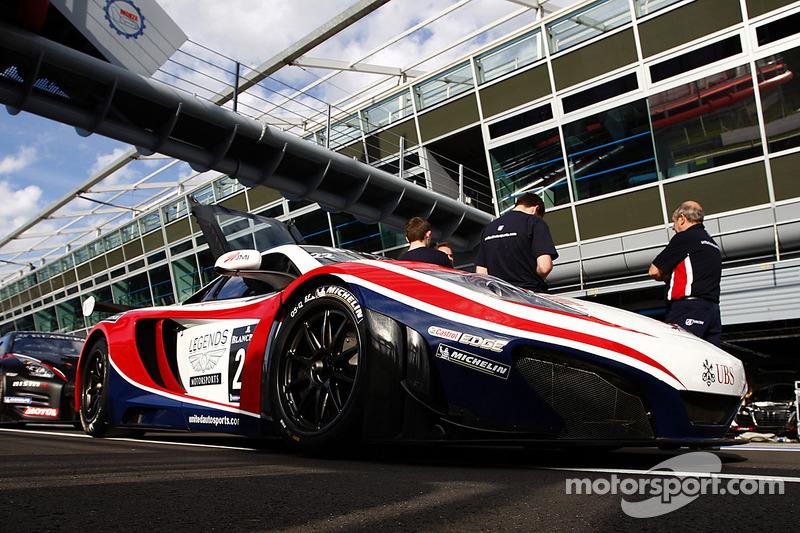 #22 United Autosports McLaren MP4-12C GT3:  Alvaro Parente, David Brabham, Matthew Bell