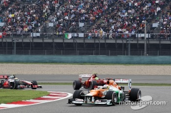 Paul di Resta, Sahara Force India leads Felipe Massa, Ferrari and Jenson Button, McLaren