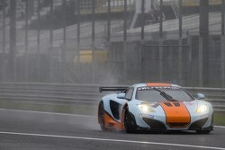 #9 Gulf Racing UK McLaren MP4-12C GT3 Mike Wainwright, Rob Bell
