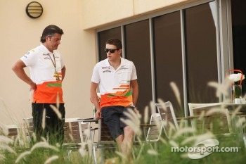 Andy Stevenson, Sahara Force India F1 Team Manager talks with Paul di Resta, Sahara Force India F1