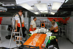 Sahara Force India F1 Team mechanics work on the Sahara Force India F1 VJM05