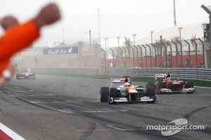Paul di Resta, Sahara Force India VJM05 finishes sixth ahead of Fernando Alonso, Scuderia Ferrari F2012 and celebrates past his team at the end of the race