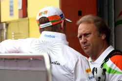 Nico Hulkenberg, Sahara Force India Formula One Team and Bob Fernley, Sahara Force India F1 Team Deputy Team Principal