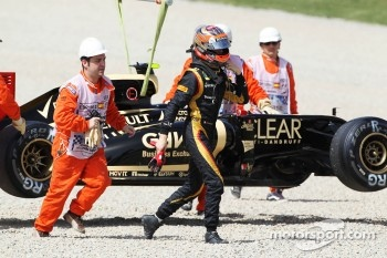 Romain Grosjean, Lotus F1 stops on track in the third practice session