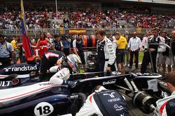Pole sitter Pastor Maldonado, Williams on the grid