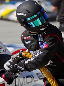 Muscle Milk Pickett Racing crew refueling