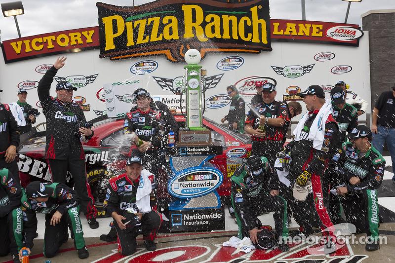 Victory lane: race winner Ricky Stenhouse Jr., Roush Fenway Ford