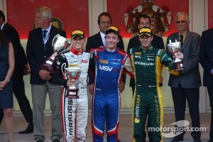 Podium: race winner Jolyon Palmer, second place Max Chilton, third place Giedo van der Garde