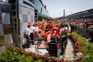 Victory circle: race winner Dario Franchitti, Target Chip Ganassi Racing Honda