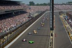 James Hinchcliffe, Andretti Autosport Chevrolet passes Ryan Briscoe, Team Penske Chevrolet for the lead on lap 1