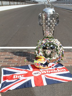 Winners photoshoot: a tribute to Dan Wheldon