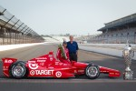 Winners photoshoot: Dario Franchitti, Target Chip Ganassi Racing Honda with the Honda Racing team
