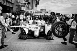 Pit stop practice for #7 Toyota Racing Toyota TS 030 - Hybrid: Alexander Wurz, Nicolas Lapierre, Kazuki Nakajima