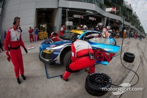 Pit stop for #21 Hitotsuyama Racing Audi R8 LMS: Cyndie Allemann, Akihiro Tsuzuki