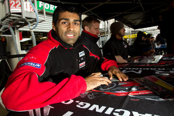 Autograph session: Karun Chandhok