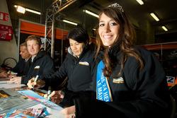 Autograph session: Miss 24 Hours of Le Mans 2012