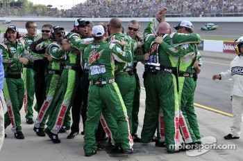 Dale Earnhardt Jr., Hendrick Motorsports Chevrolet's crew celebrates the win