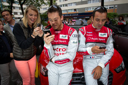 Andre Lotterer and Benoit Tréluyer in a social media session
