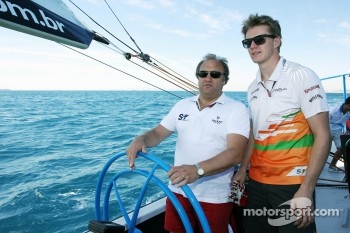 Bob Fernley, Sahara Force India F1 Team Deputy Team Principal and Nico Hulkenberg, Sahara Force India F1 on the Aethra America's Cup Boat